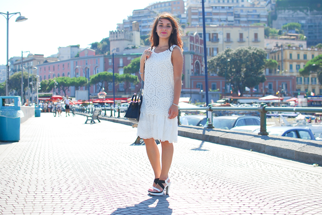 02-chiara-lanero-fashion-blogger-desigual-dress-summer-white