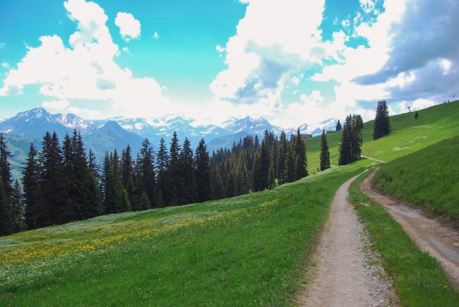 13-chiara-lanero-travel-blogger-rellerli-mountain-switzerland-adventure-alps