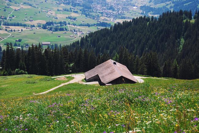 15-chiara-lanero-travel-blogger-rellerli-mountain-switzerland-adventure-alps