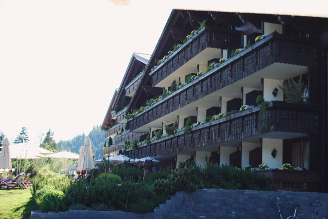 04-chiara-lanero-fashion-blogger-napoli-svizzera-piscina-pool-ermitage-hotel-tezenis