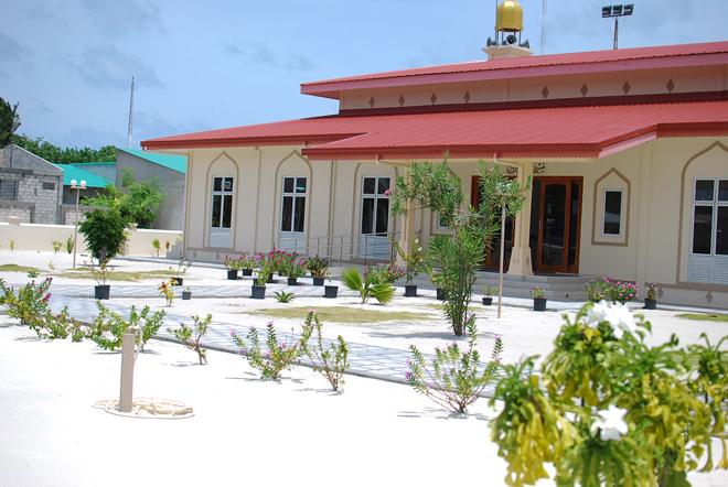 08-chiara-lanero-travel-blogger-maldives-island-excursion