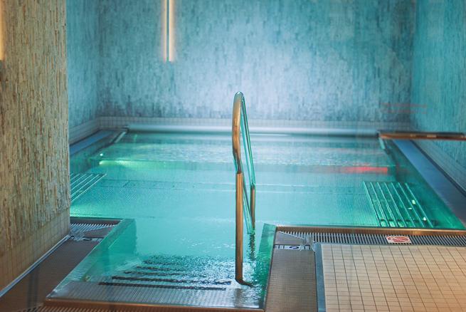 14-chiara-lanero-fashion-blogger-napoli-svizzera-piscina-pool-ermitage-hotel-tezenis