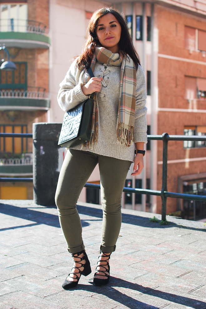 02-chiara-lanero-fashion-blogger-napoli-outfit-zara-lace-up-sweater-chanel-bag