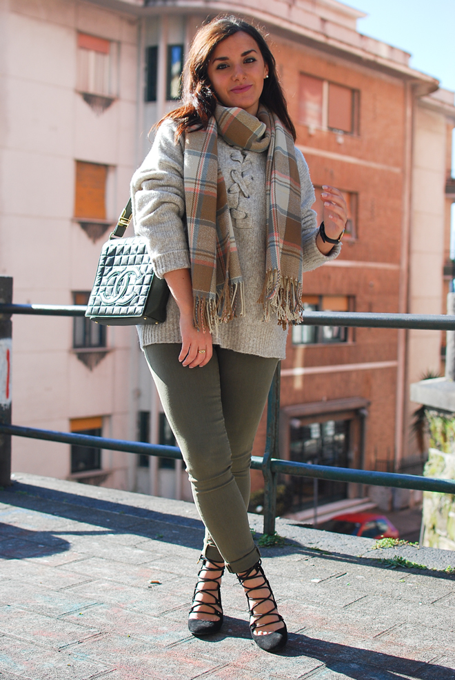 05-chiara-lanero-fashion-blogger-napoli-outfit-zara-lace-up-sweater-chanel-bag