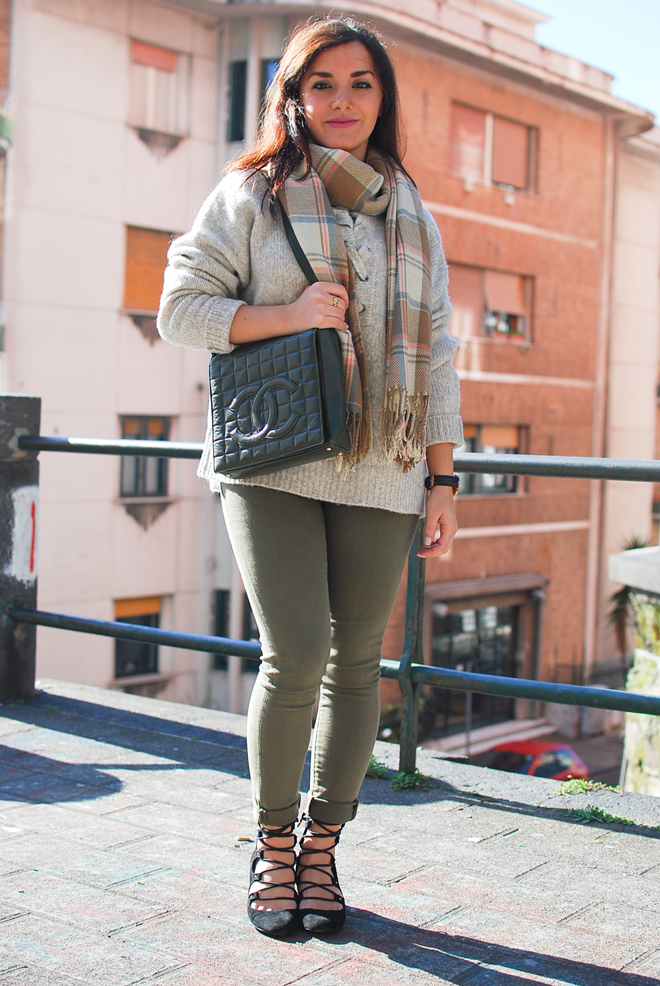 07-chiara-lanero-fashion-blogger-napoli-outfit-zara-lace-up-sweater-chanel-bag