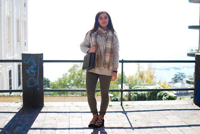 08-chiara-lanero-fashion-blogger-napoli-outfit-zara-lace-up-sweater-chanel-bag