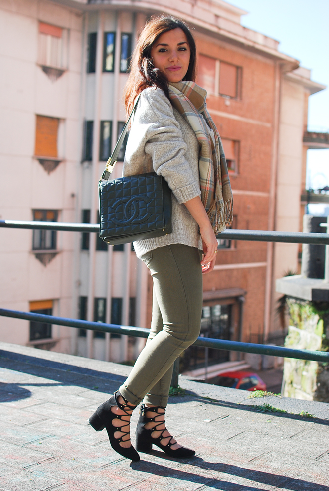 10-chiara-lanero-fashion-blogger-napoli-outfit-zara-lace-up-sweater-chanel-bag