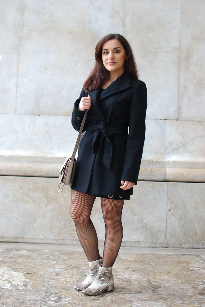 02-chiara-lanero-fashion-blogger-napoli-outfit-piton-mango-coat-fishnet-tights