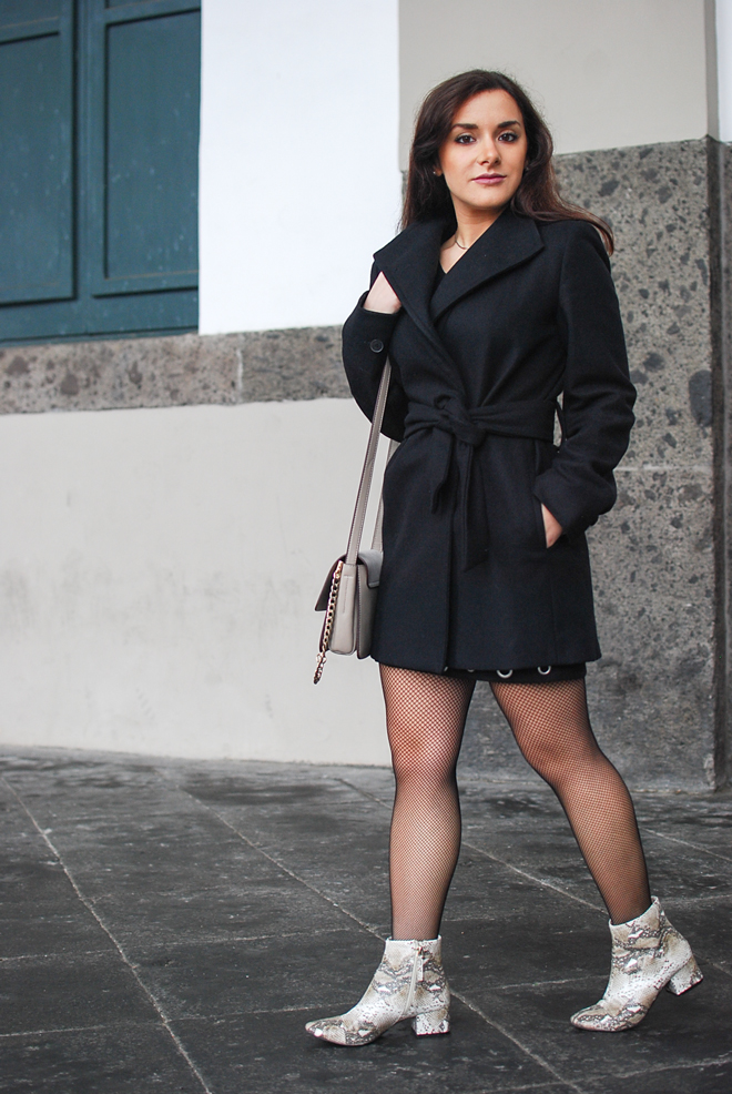 06-chiara-lanero-fashion-blogger-napoli-outfit-piton-mango-coat-fishnet-tights
